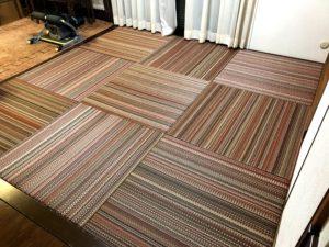 ペルシャ絨毯?いえ、縁なし畳です。